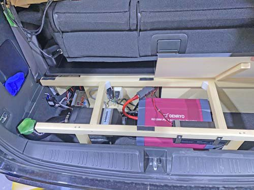 ステップワゴンスパーダのサードシート収納スペースにベバストヒーターや電装品を施工