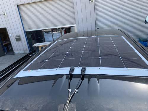 ステップワゴンスパーダに取り付けた薄型ソーラーパネル