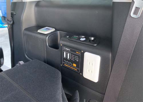 ステップワゴンスパーダにUSBポート・シガーソケット・ボルテージメーターを取付