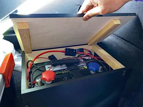 ベンツマルコポーロに搭載したディープサイクルバッテリーをの為に木枠でBOXを製作