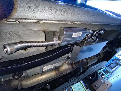 ベンツマルコポーロの車体下にベバストヒーターを取付