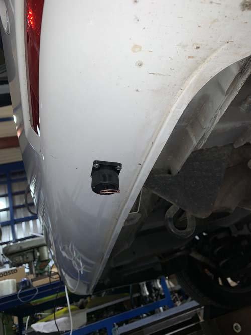 ベンツマルコポーロに外部充電コネクターを取付