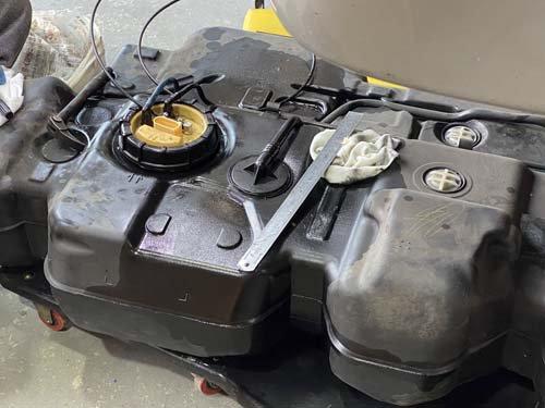 フォルクスワーゲンT5の燃料タンクの蓋は特殊です