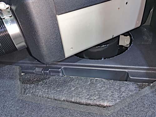 スバルXVにベバストヒーター取り付けの穴加工