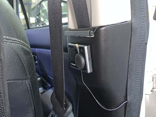 ベバストヒーターのコントローラーはピラー部に取付