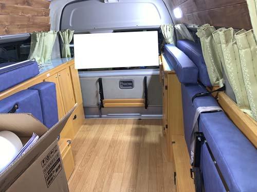 ゲストハウス「シャコンヌ軽井沢で」レンタカーとして活躍中の200系ハイエースにベバストヒーターなどの取付直しをしました