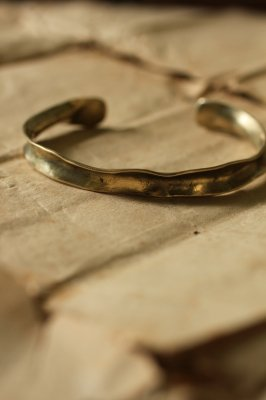 Brass Frill Bangle M - Plain
