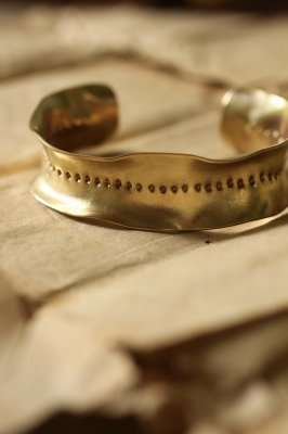 Brass Frill Bangle L - Dot