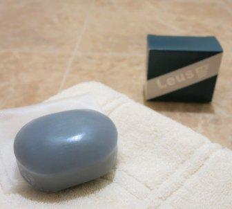 Leus(レウス)洗顔石鹸