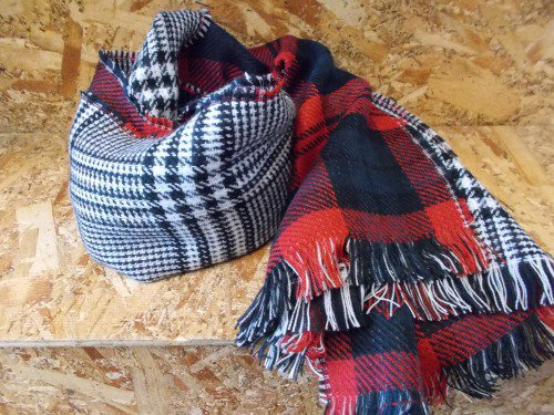 REVERSIBLE CHECK STOLE