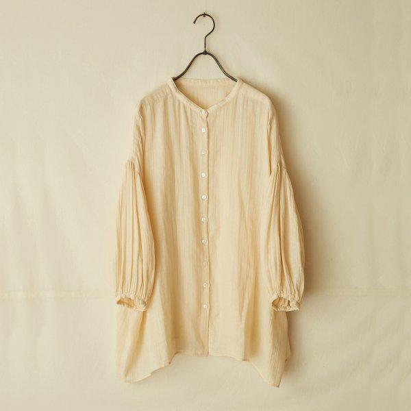 balloon-sleeve blouse