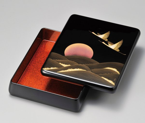 創立記念に日の出夫婦鶴の柄はおすすめ 光琳型文庫 内梨地 写真その1