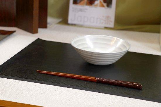 両折ランチョンマット黒は お手入れ簡単 日本製  写真その3