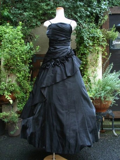 フリルと黒薔薇のゴシックロングドレス