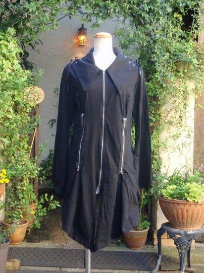 両サイド襟スピンドルと飾りファスナーのスリット入りジャケット