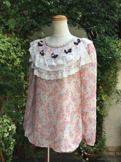 フリルトップス 花りぼんのかわいい服 ベージュ 刺繍可