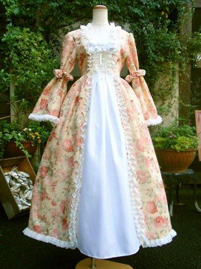 フリルとリボンの幸運の姫が纏うバロックドレス アームシュシュ付き