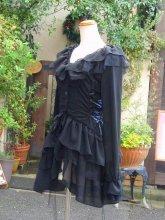 フリルカットソー:サイドスピンドルとプチ姫袖の黒チュールティアードフリルカットソー