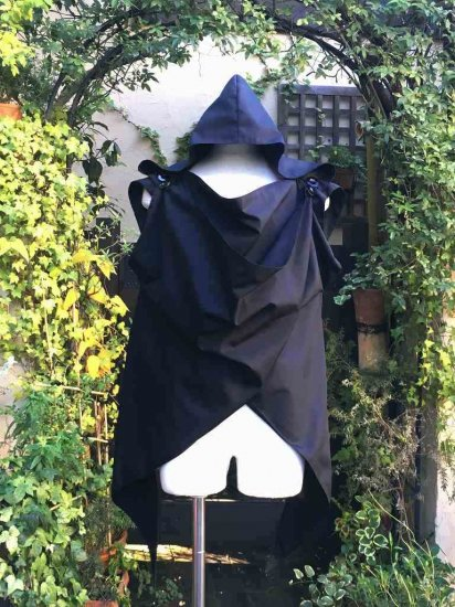 LARP推奨 剣士 冒険者の為のケープ風マント 黒 刺繍アレンジ可