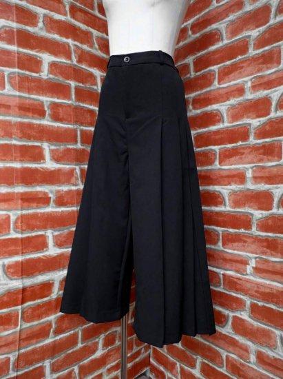 プリーツスカート風黒パンツ モードテイスト
