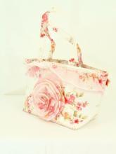 フリルランチバッグ保冷ロマンティックローズ薔薇柄 白