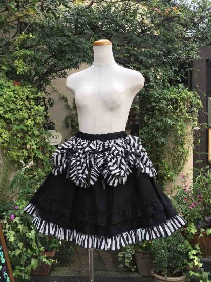 フリルとリボンの吊り上げ式スカート ストライプ 刺繍可