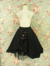 フリルスカート:飾り三連ベルト付きフリルスカート