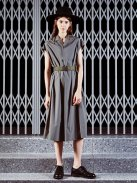 Scye イタリアンカラーサックドレス(オリーブドラブ)【ウィメンズ】