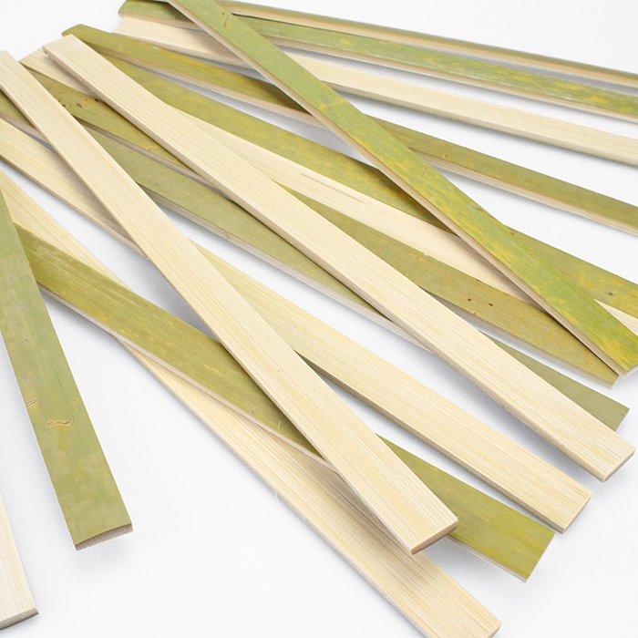 オヘカパラ専用のオヘ (竹) 'Ohe Kapala (幅 約1.7�、長さ 約38センチ、厚さ 約4ミリ)