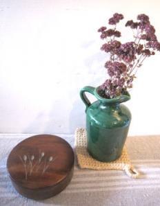 麦が彫られた素敵な木箱