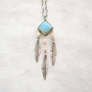 ラリマーと羽根のネックレス