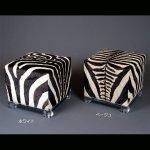<b>【NYデザイナーズ家具】</b>アクリル家具 スツール・ゼブラ柄 (W46cm)