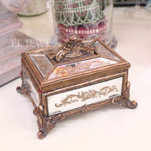 <b>【入荷未定】</b>ロココ調・ミラーボックス(W17.5cm)<img class='new_mark_img2' src='https://img.shop-pro.jp/img/new/icons47.gif' style='border:none;display:inline;margin:0px;padding:0px;width:auto;' />