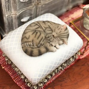 <b>【即納可!】</b>アニマルオブジェ・眠り猫(W28cm)<img class='new_mark_img2' src='https://img.shop-pro.jp/img/new/icons1.gif' style='border:none;display:inline;margin:0px;padding:0px;width:auto;' />