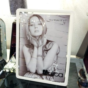 【即納可!】【フランス-Aulica-】アクリルフォトフレーム・ホワイト(W14.8×H20×D8cm)