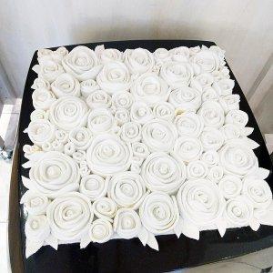 <b>【即納可!】【限定品】</b>イタリア「13ricrea」社製 ローズ・フェルトクッション ホワイト(W400×H400mm)
