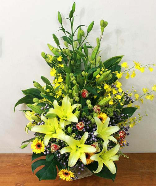 《お祝い花》ユリとオンシジュームの上品な花ギフト(3L)  [開店祝い/楽屋花/開業祝い]