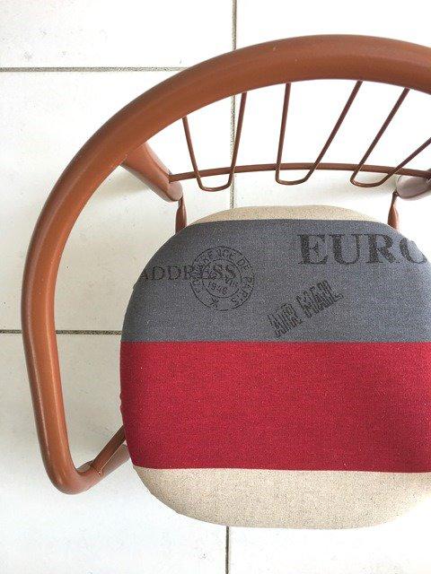 「エアメールレッド」豆椅子