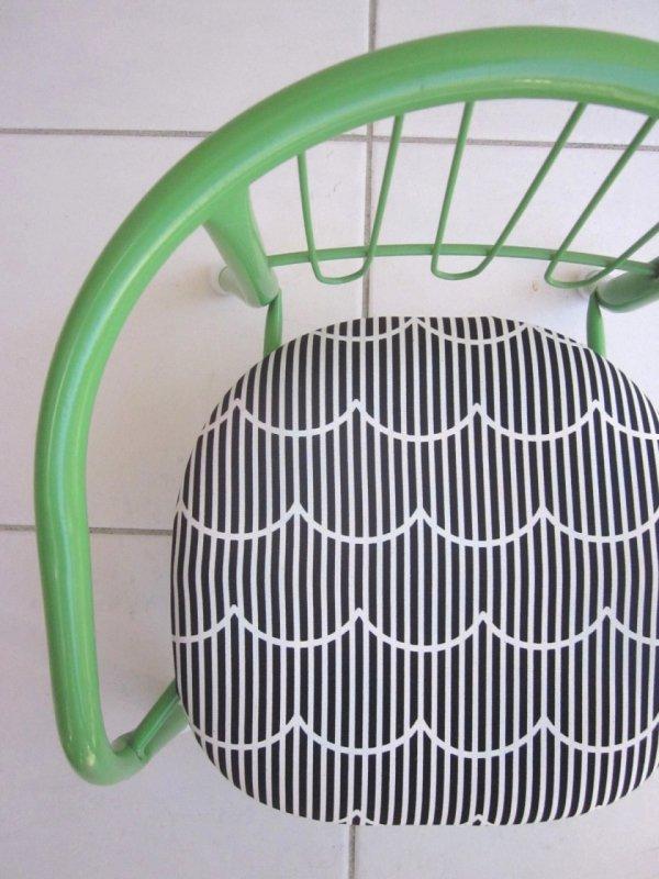 「なみなみブラック」豆椅子