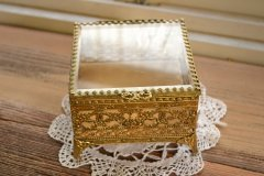 アンティーク ジュエリー ボックス(宝石箱) 真鍮製とガラス蓋 アメリカ