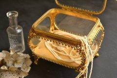 アンティーク ジュエリー ボックス(宝石箱) 金メッキとガラス蓋 アメリカ