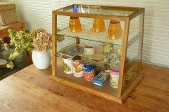 送料無料!木とガラスのショーケース 3段ガラスケース ショーケース コレクションケース 木製 WBX-1424 収納 ナチュラル ディスプレイ