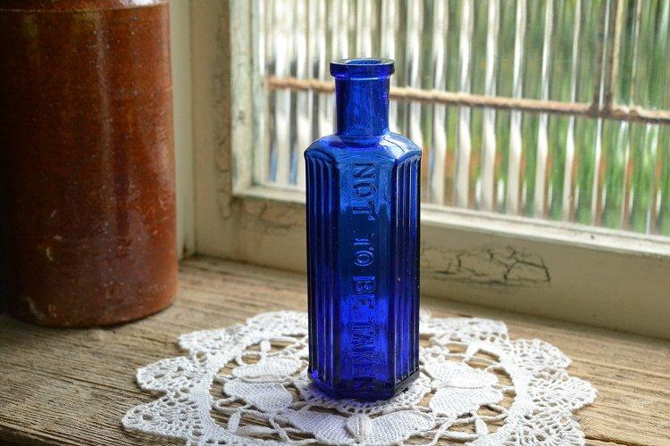 綺麗なコバルトブルーの薬瓶/ポイズンボトル/NOT TO BE TAKEN/2oz/お店づくり、お部屋づくりにピッタリ