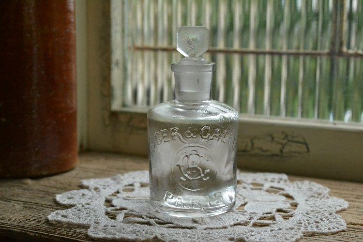 レア!ロジェガレ(ROGER&GALLET)のストッパー付き透明な香水瓶 エンボスロゴ アンティークボトル