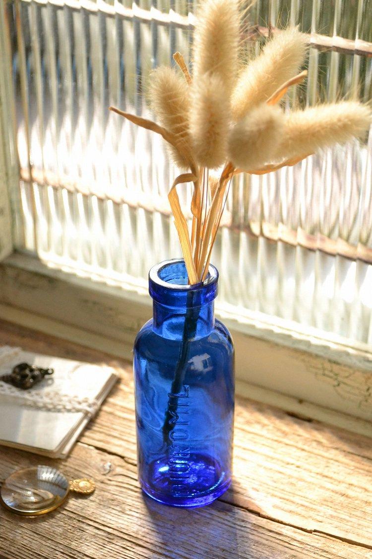 綺麗なブルーのエンボス入りアンティークボトル/イギリス/ガラスボトル