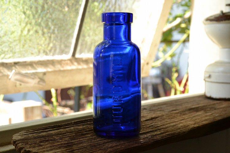 綺麗なコバルトブルーのエンボス入りアンティークボトル/イギリス/ガラスボトル