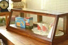 送料無料!木とガラスのショーケース アカシア EWIG ミニキャビネット ガラスケース ショーケース 41119 横長タイプ 収納 ナチュラル 木製 茶 ブラウン ディスプレイ