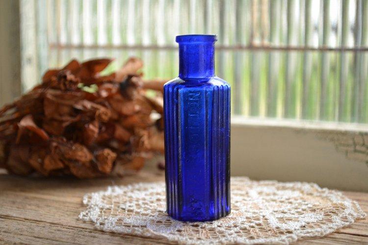 綺麗なコバルトブルーの薬瓶/ポイズンボトル/NOT TO BE TAKEN/1oz/お店づくり、お部屋づくりにピッタリ
