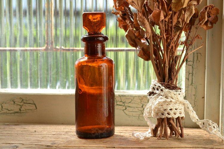 ストッパー付き琥珀色(茶色)のアンティーク薬瓶