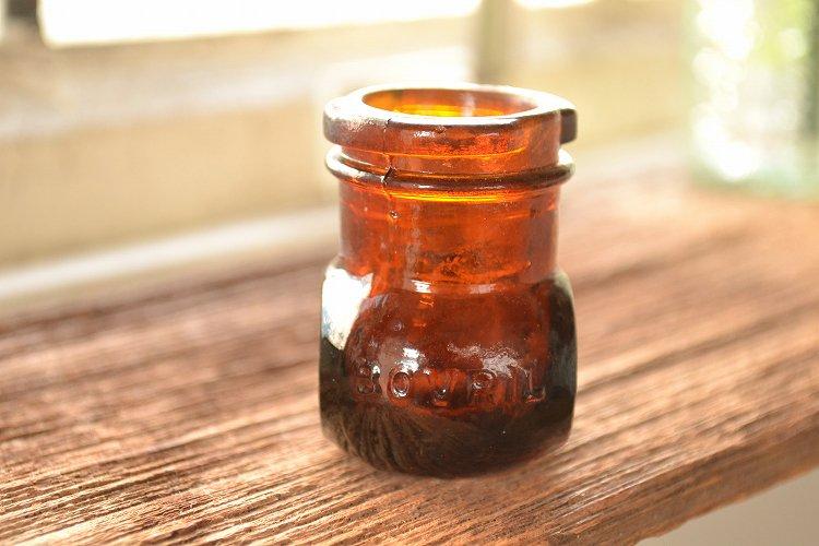 ボブリル アンティーク瓶 サンプルサイズ BOVRIL エンボス入り ミニボトルです。